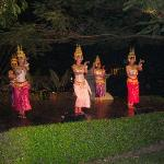 Cambodian dances at the outdoor restaurant