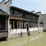 Wuzhen, maison au bord du canal
