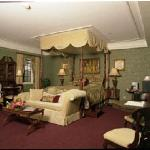 The Sheffield Suite at the Red Coach Inn, Niagara Falls NY