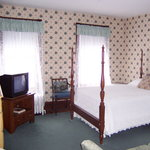 Cute Main Inn Room