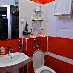 7/11 inn: Bathroom is a bit jammed