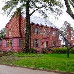 Williamsburg Manor