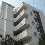 Parte frontal del hotel