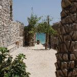 alleyway between villas down to the beach