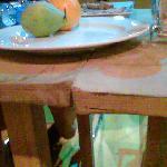 Questo e' uno dei tavoli della sala da pranzo: Uguale a quello che usa il decoratore per prepara