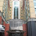 L'esterno dell'albergo