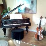 Playing my viola da gamba in the Suite
