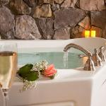 Wild Turkey's Jacuzzi - Elopement/Honeymoon Suite