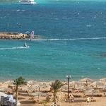 la plage privative du hilton, à côté mais pas accessible depuis le red sea sahara (sauf par la m