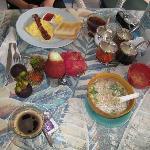 中華粥とアメリカンの朝食、果物は持参