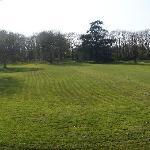 la pelouse vue par le devant du domaine