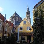 Courtyard and view of the New Church (Nieuwe Kerk)