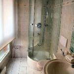 Shower in single room