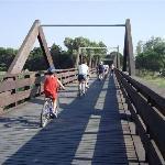 Il ponte che collega la pista ciclabile di Tortoreto a Giulianova