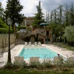 Il giardino della piscina di Villa Cicchi - Ascoli Piceno