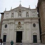 Fachada de la Seo de Zaragoza. De estilo neoclásico y que la diferencia del resto del edificio.