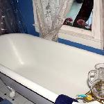 The wonderful bathtub in the St. Andrews room