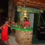 Barbecues le soir au bord de la piscine