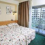 Habitaciones con baño privado, wifi gratuito, aire acondicionado, servicio minibar...