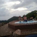 même sous la pluie... vous succomberez à cette vue dans ce jacuzzi !!!