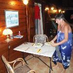 nach einem erlebnisreichen Tag serviert Annette das Abendessen vor dem Zimmer