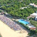 foto aerea del GAbbiano Beach di Vieste direttamente sul mare