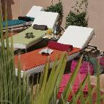 La terrasse et son coin transats - Sunbathing on the terrace