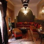 Le salon cheminée - The Lounge near the patio