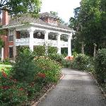 Herlong Mansion entry driveway