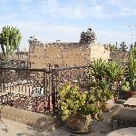 Terrasse mit Storchennest auff der Mauer des Badi Palastes