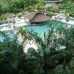Un area de piscinas espectacular