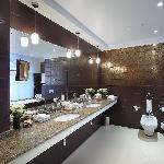 Ambassador Suite Bathroom