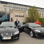 Jaguar vor dem Hotel-Foto:Maka