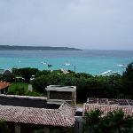 部屋から前浜ビーチを眺める