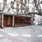 Entrada Cafetería y Hotel