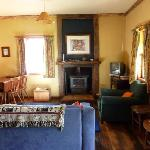 SWEETCORN COTTAGE -lounge