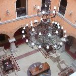 PATIO CENTRAL DEL HOTEL(CUBIERTO)