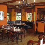 Wie mann sieht ist das Restaurant sehr angenehm gestaltet. Es ha eine sehr warme Atmosphäre. Die