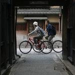 祗園など京都の路地裏を自転車で巡る