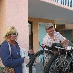 Viv & Larry unloading the bikes!