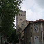 L'hôtel est situé au pied de la tour Jean XXII