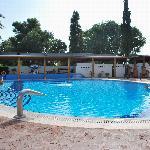 La première piscine, avec toboggan