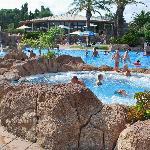 La deuxième piscine, avec jacuzzis