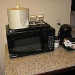 Microwave and coffee maker, very practical!