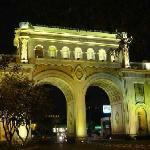 Los Arcos de noche.