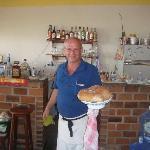 Rosario con pan recien horneado