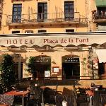 Photo de Hotel Placa de la Font