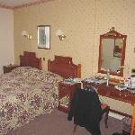 Zimmer vom Eingang aus rechts