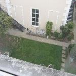 Ausblick in den Innenhof vom Zimmerfenster