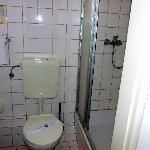 Das Bad ist etwas klein. WC von Alli... mag ich persönlich nicht... lieber Keramag oder Villeroy
